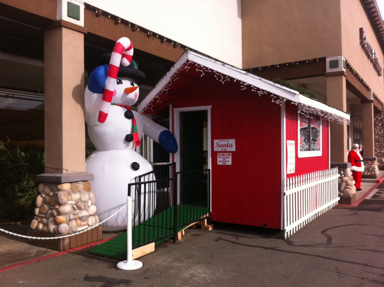 Annual Santa House at Grants Pass Shopping Center